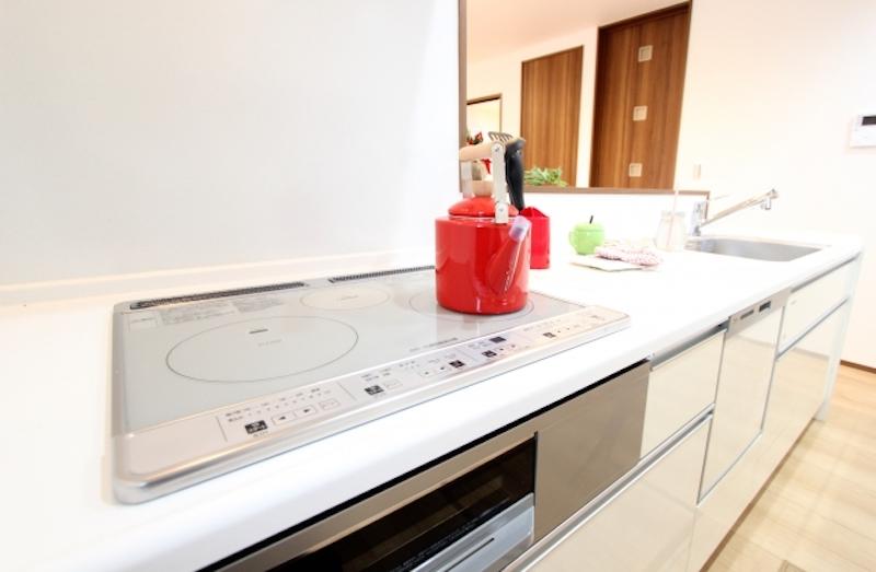 キッチンの床や壁で印象が変わる!